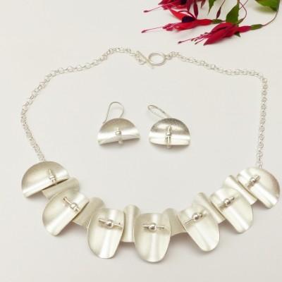 Parure en argent brossé coquilles et perles