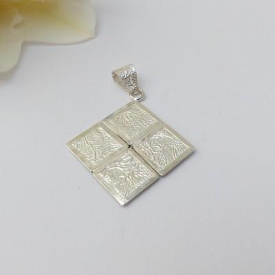 Pendentif argent fripé losange formé de quatre carrés