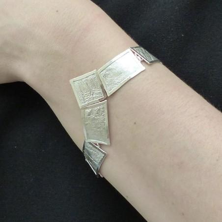 Bracelet en argent fripé forme triangulaire