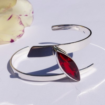 Bracelet en argent et cristal rouge