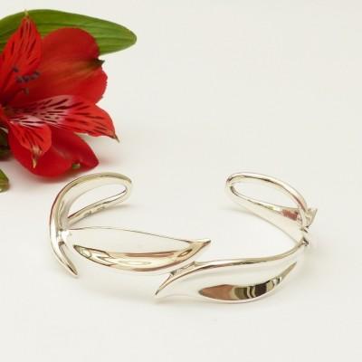 Bracelet en argent quatre feuilles stylisées